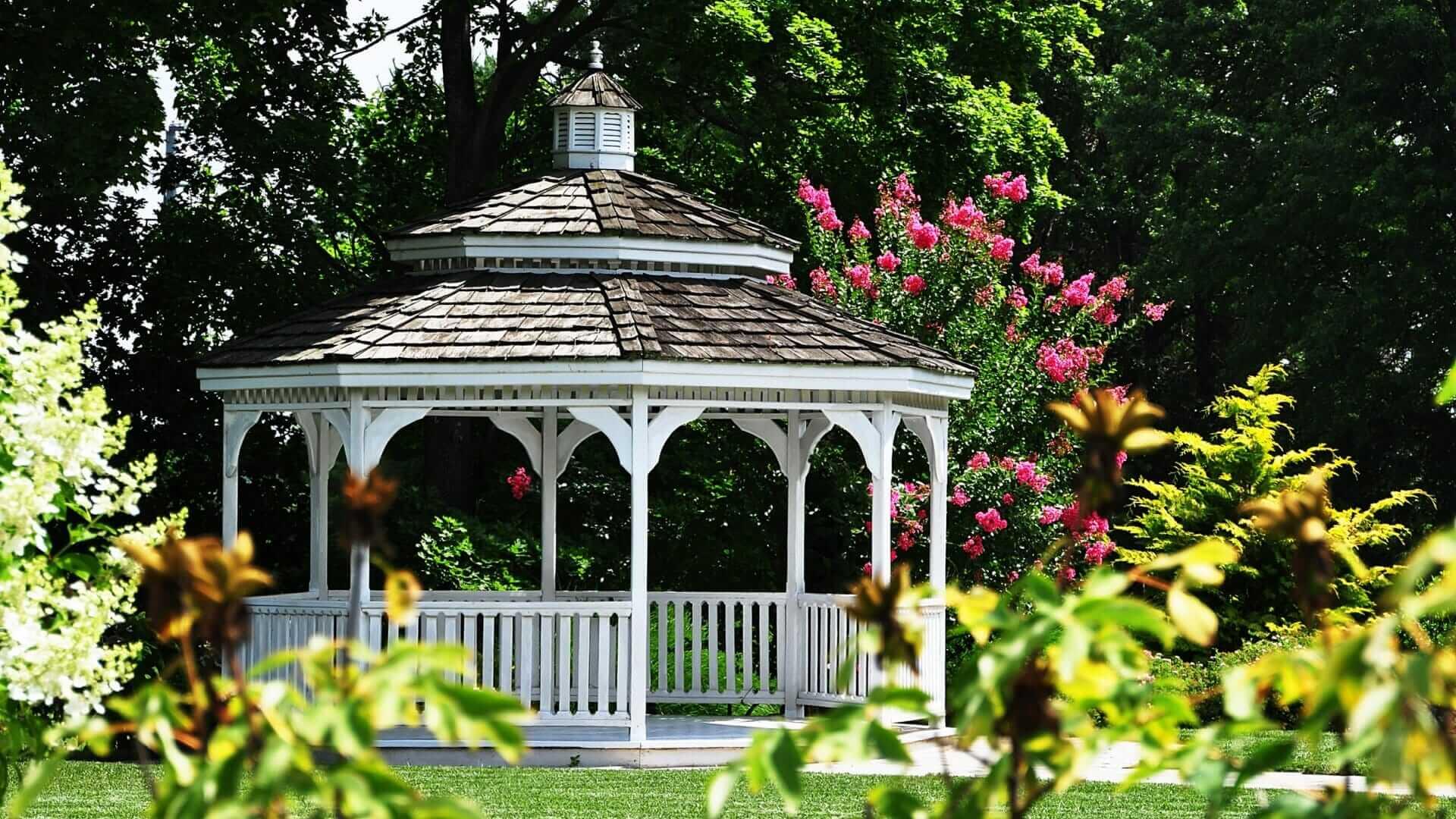 Hochwertige Gartenpavillons mit festem Dach